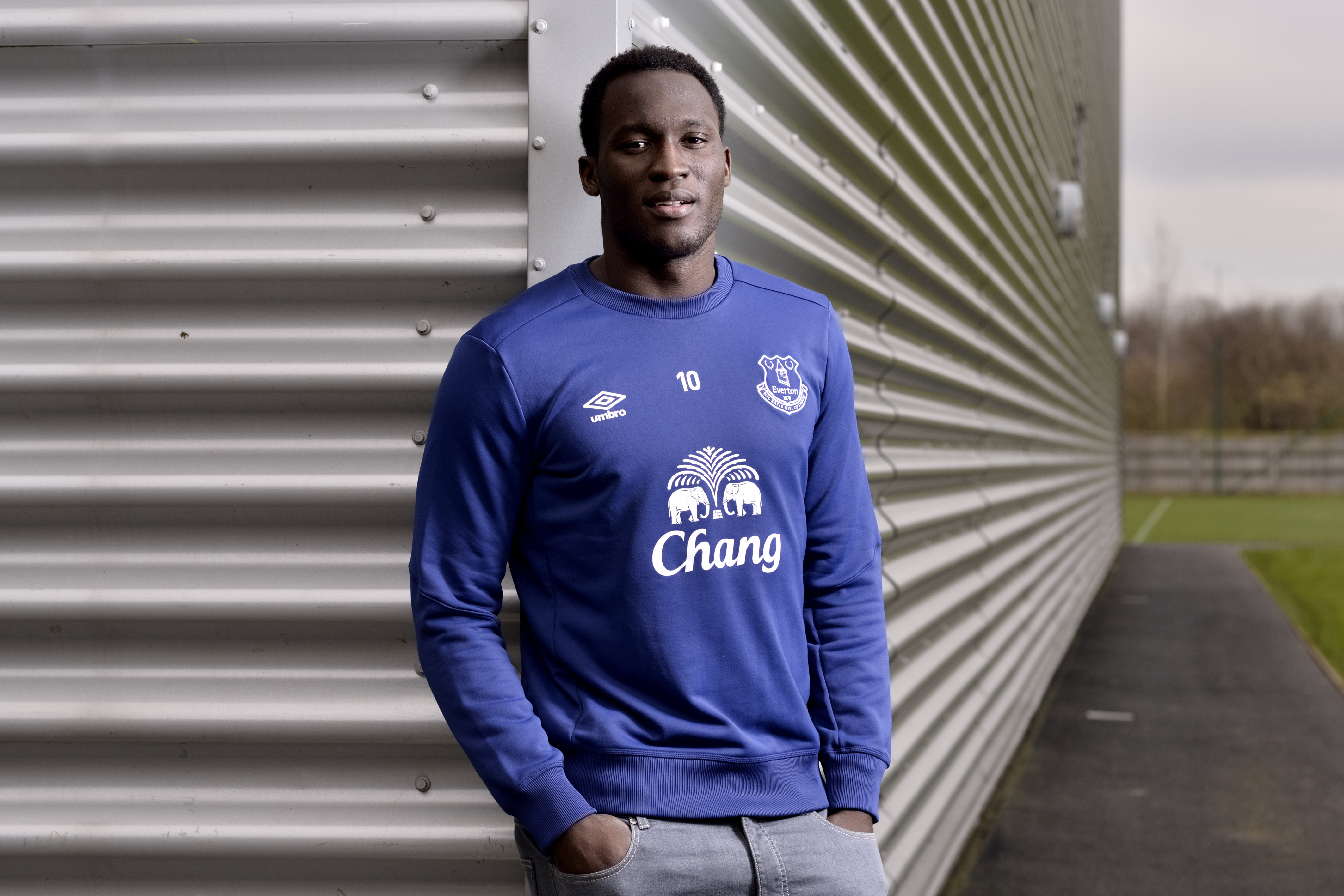 Should Manchester United Sign Harry Kane or Romelu Lukaku