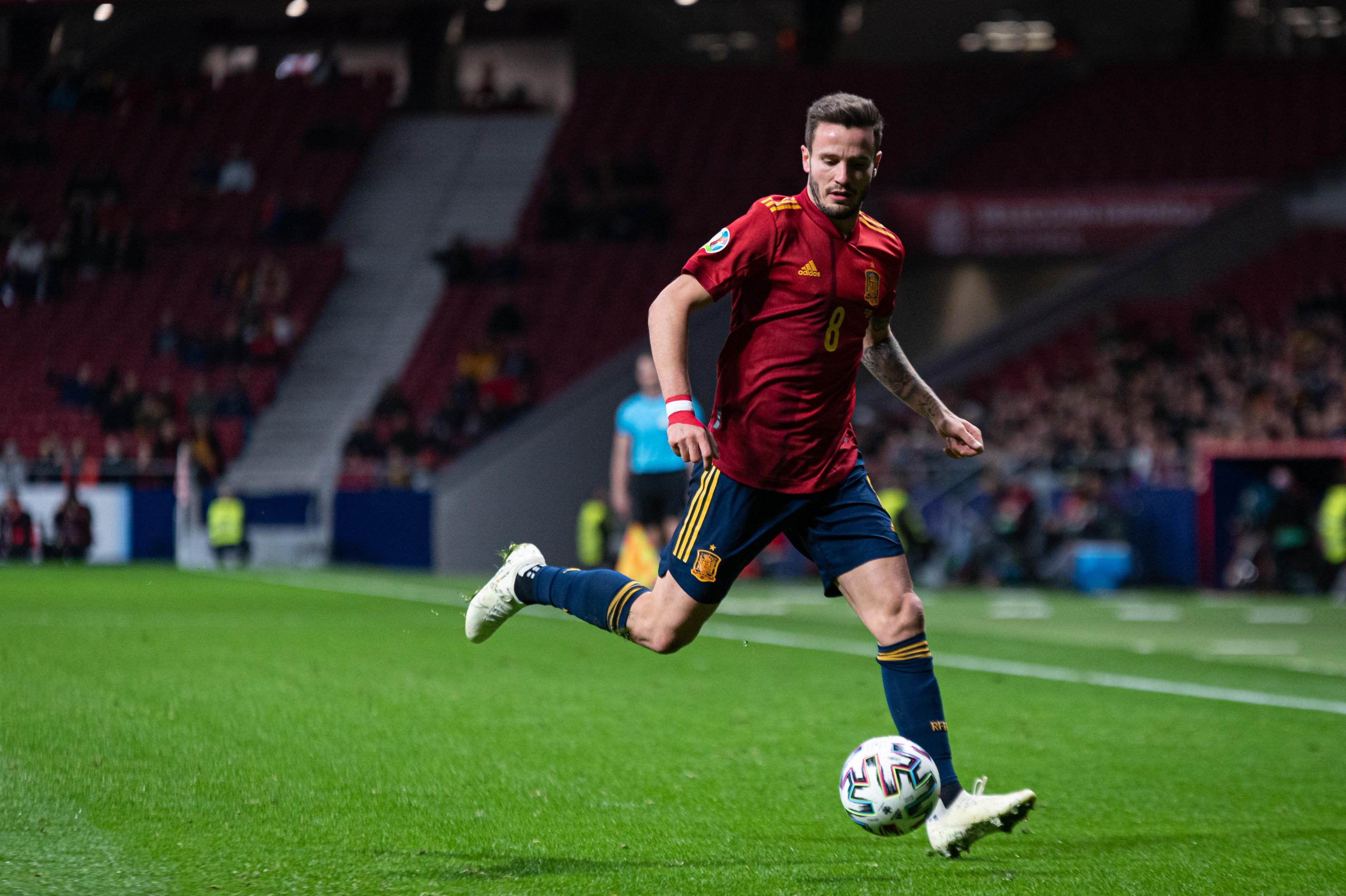 Manchester United set to make £70m bid for world-class midfielder